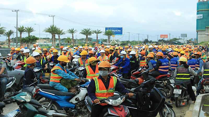 Hàng Nghìn Công Nhân Tại đại Công Trường Bãi Dài Cam Ranh
